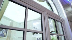 arochnoe okno softline 70 s dekorativnymi elementami 17 Ялта окна VEKA - изготовление и установка окон и дверей
