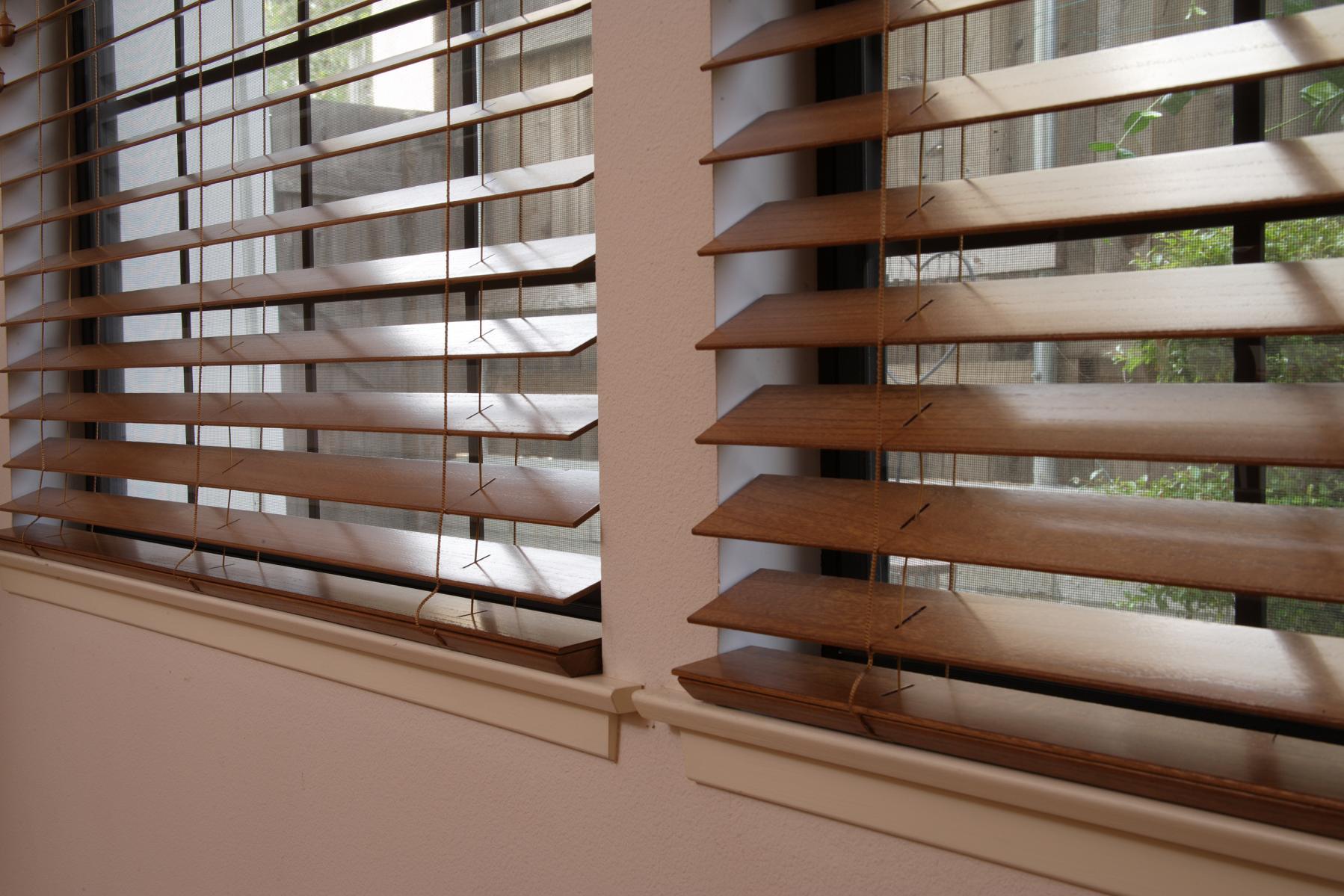 kassetnye zhalyuzi 5 6 1 Ялта окна VEKA - изготовление и установка окон и дверей