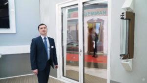 Пластиковая дверь ARTLINE 82 с алюминиевыми накладками