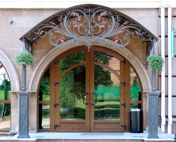 pochemu vhodnye dveri iz pvkh ne ustupayut metallicheskim thumb 585 Ялта окна VEKA - изготовление и установка окон и дверей