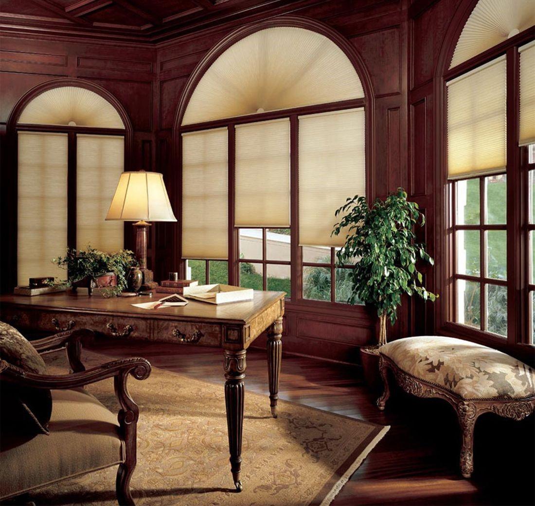 Рис. 15. Арочные шторы плиссе в интерьере кабинета