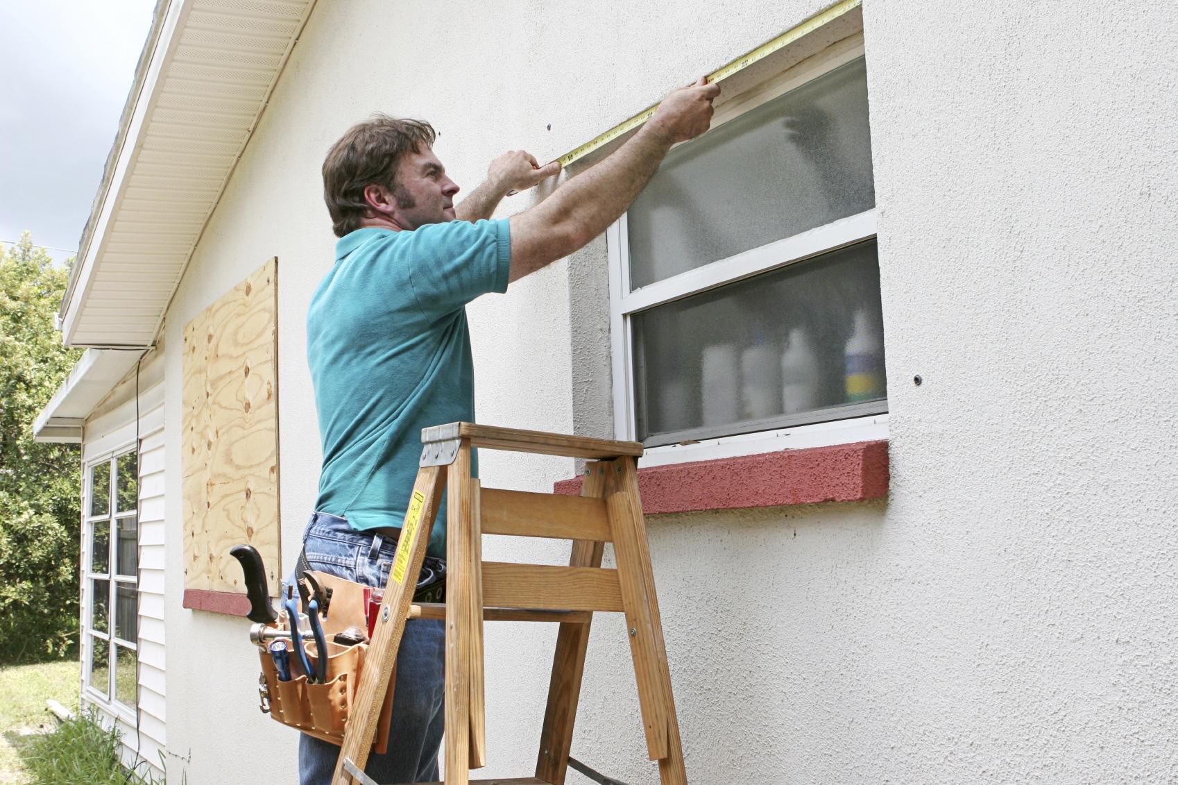 stavni na okna plyusy i minusy istock 000001831162 medium Ялта окна VEKA - изготовление и установка окон и дверей