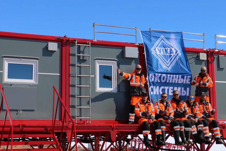 Veka в Антарктиде - больше никто там не ставит пластиковые окна))