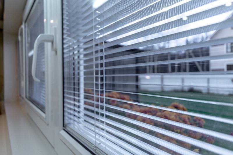 yalta zhalyuzi v steklopakete image 1 2 Ялта окна VEKA - изготовление и установка окон и дверей